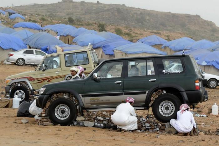 4. Kuvait, 64 Ft/liter. Már néhai Szaddám Huszein iraki diktátort is az mozgatta az ország lerohanásakor, hogy itt temérdek olajat rejt a homok, nem szorulnak rá az üzemanyagon bevasalható adóbevételekre