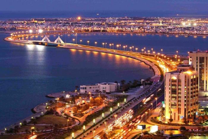 7. Bahrein, 72 Ft/liter. Bahrein egy olajdollárokban fürdő királyság. Az Arab-öbölben található egy másfél budapestnyi méretű szigeten, kicsit magasabb bevételekkel
