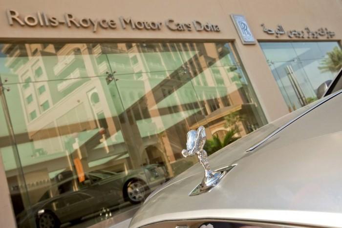 8. Katar, 75 Ft/liter. Ebben az arab-félszigeti államban sem az üzemanyagárra terhelt adókból termel bevételt az államkassza. Dohában van forgalma a Rolls-Royce-nak