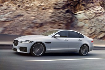 Négy liter alatt fogyaszt a vadonatúj Jaguar XF