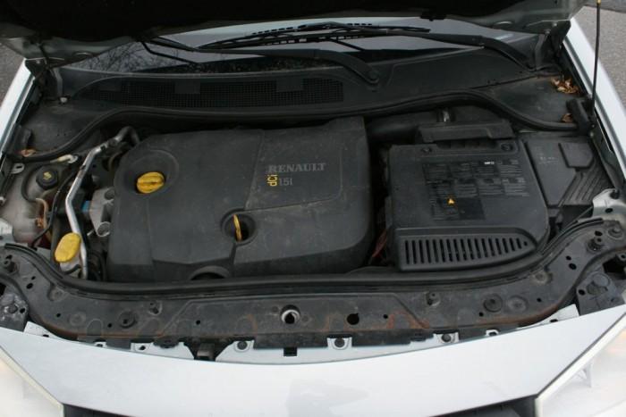 Elegendő a belépő dízelmotor. 185 Nm-rel elfogadható a gyorsulás és ebben a verzióban nincs kettős tömegű lendkerék, mint az erősebb dCi-kben