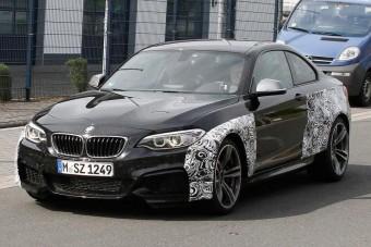 Kőkemény BMW sportkupé jön