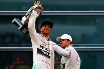 F1: Hamilton csak szórakozott Rosberggel