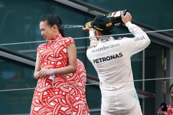 F1: Hamilton nem tudott a pezsgős botrányról