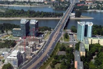 Óriási dugó az Árpád híd környékén