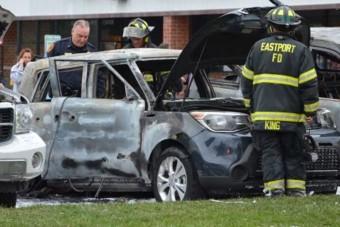 Idióták, akik cigivel gyújtották fel az autójukat