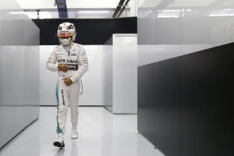 F1: Hamilton a Ferrarinál is érdeklődött