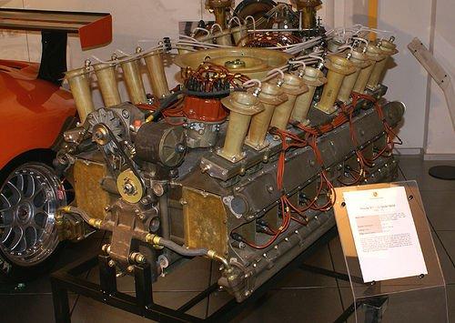 Egy ritka 16 hengeres Porsche erőmű