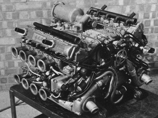 Ez pedig a legritkább. A BRM 16 hengeres H elrendezésű versenymotorja!