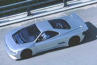 Peugeot a Ferrari ellen