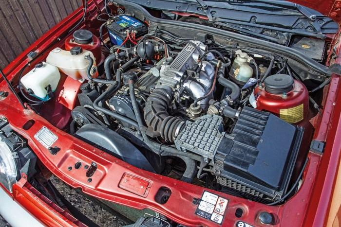 A katalizátor miatt veszít a teljesítményéből a kétliteres motor, a 100 lóerő is bőven elég azonban a Ford nyugis karakteréhez