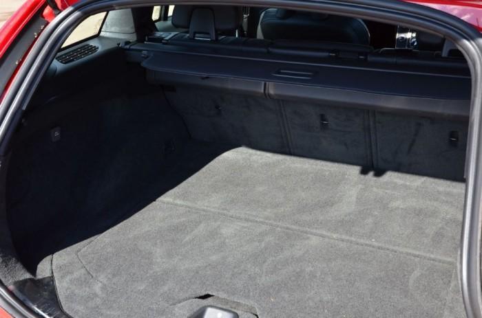 A 430 literes csomagtér kategórián belül a kisebbek közé sorolható (Mazda6 Sportcombi 522 liter, VW Passat Variant 650 liter).