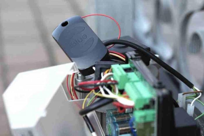 Garázsnyitó (Smart Gate) a kapu elektronikájába kötve
