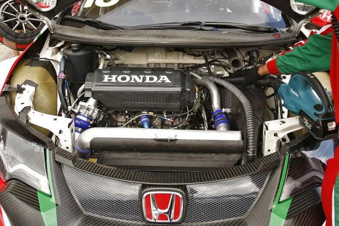 Idén 380 lóerő körüli motorok dübörögnek a verseny Hondákban, legalábbis papíron...
