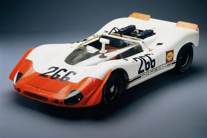 Csúcstechnika a '60-as évek végéről: 500 kiló, 350 lóerő a 908-asban