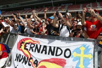 Újra szóba állnak a rajongókkal az F1-es pilóták