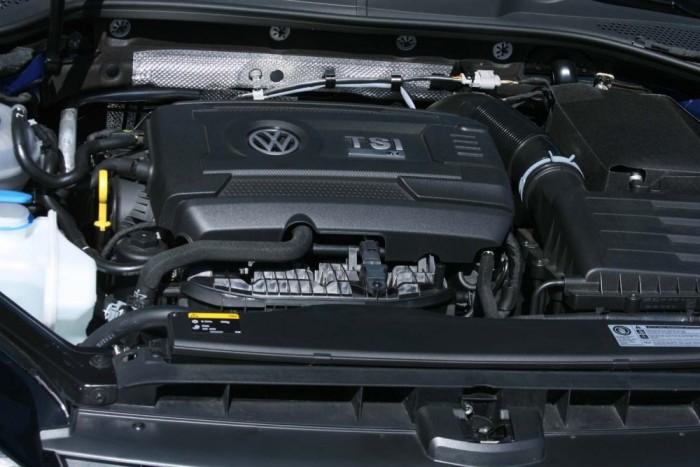 380 Nm a turbós motor nyomatéka 1800 és 5500 között. Dúvad módjára gyorsul a Golf R