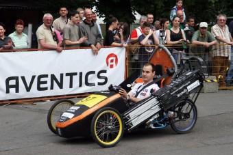 A műszakisok nyerték a léghajtású autók versenyét