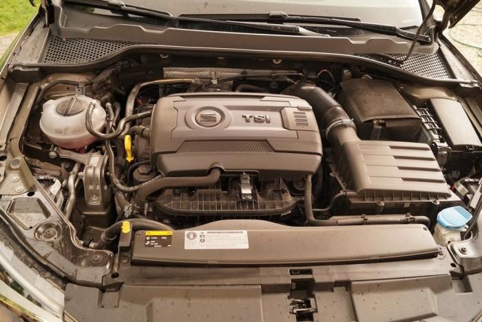 Az 1,8 literes turbómotor igazi mai termék: erős és nyomatékos, de a környezetvédelmi normák kiölték belőle az életet