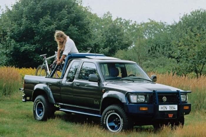 Volkswagen Taro. Évtizedekkel az Amarok bemutatása előtt is kellett a Volkswagennek egy platós kisteherautó. A Toyotával állapodtak meg a Hilux licencgyártásáról, a Tarót 1989 és 1997 között gyártotta a VW. Készült sima hátsókerék-hajtással és volt belőle 4x4-es. Fülkéből a kétszemélyes alapverzió mellett elöl háromüléses és duplakabinos hatszemélyes is szerepelt a kínálatban