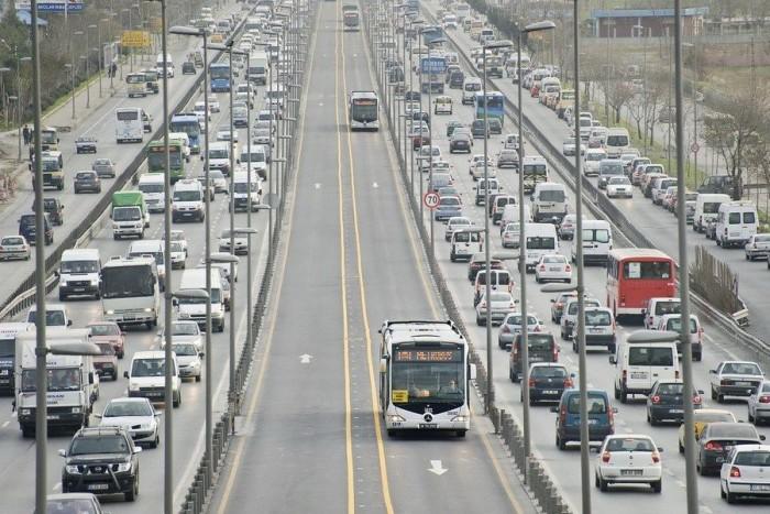 Metró vagy villamos helyett buszok közlekednek zárt pályán Isztambulban