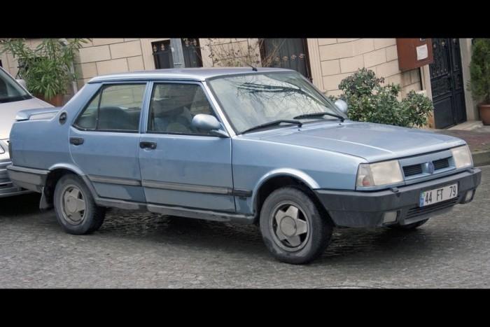 Tofas Dogan, Fiat 131-klón. Az eredeti nevében van farkinca is meg kalap némelyik betűn, de azt nem tudom ideírni, mert lefagyasztja a galériaszerverünket