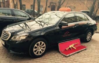 Nem felejtettél mostanában egy aranyozott AK-47-est a taxiban?