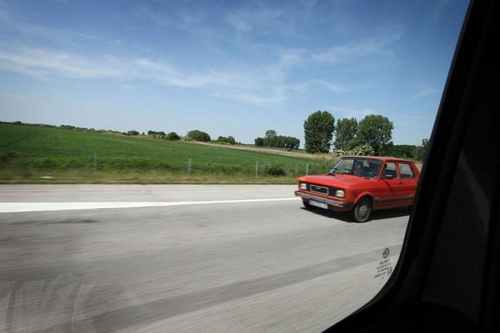 Szerbiában a leggyakoribb autó a piros Zastava. De lehet, hogy csak arra kapjuk fel a fejünket, hogy jé, egy piros Zastava, azért tűnik így.