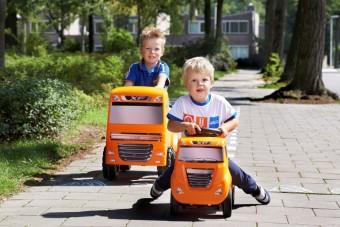 Élethű játék-teherautók gyerekeknek