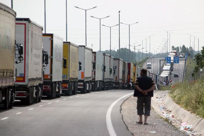 Végeláthatatlan kamionsor a bolgár török határon