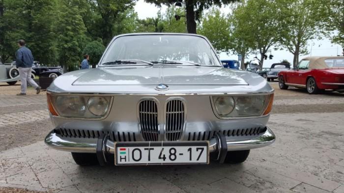 BMW 2000 CS - 2.0 literes sornégyes motorral, 120 lóerővel.
