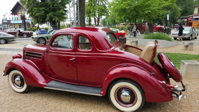 Az igazi anyósülést a Ford Model A prezentálj 1931-ből.