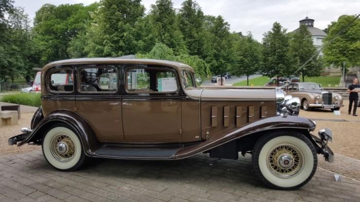 LaSalle 345B - 5,8 literes V8-as blokkal szerelve, ami 115 lóerőt biztosított. Pontosan ez az autó szerepelt a Keresztapa című film második részében.