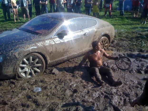 Egy ismeretlen Bentley tulajdonos, aki épp megjelenésével növeli a márka presztízsét.