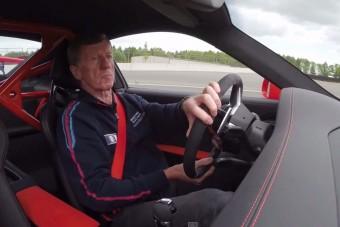 A 911 GT3 RS kezesbárány, ha egy legenda ül a volánnál