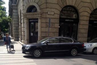 Schmitt Pál zebrára parkolt, de semmi gond, csak beszaladt a boltba