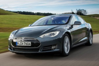 Itthon is kapható lesz a Tesla Model S