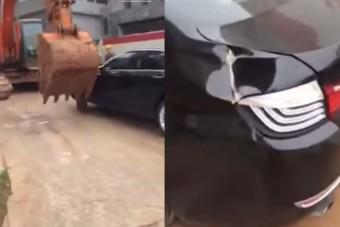 Markolóval takarították el a tilosban parkolókat