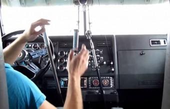 Ha szereted a kézi váltót, ezt a kamiont imádni fogod