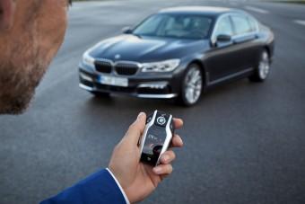 Kulcskattintással parkol az új BMW