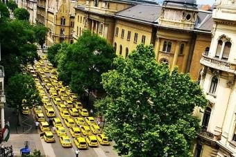 Az Uber ellen vonultak fel a pesti taxisok