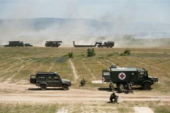Több száz katonai és harci jármű Várpalotán - fotók