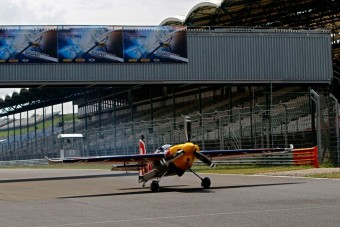 Repülő szállt le a Hungaroring célegyenesében