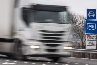 Csehország szigorítja a kamionok előzési lehetőségeit