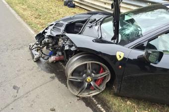 Ilyen nincs: szervizre koldul egy Ferrari-tulajdonos!