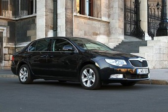 82, azaz nyolcvankettő milliárd forintért vesz új autókat az állam