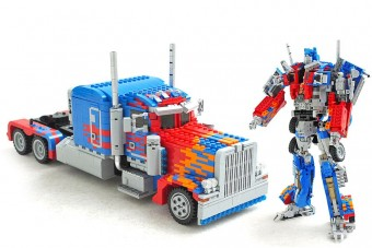 Optimus fővezér LEGO-ból