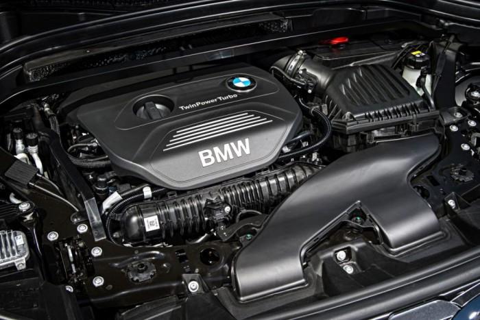 xDrive25i: 231 LE, 350 Nm, 6,5 másodperc százig, 235 km/órás végsebesség.
