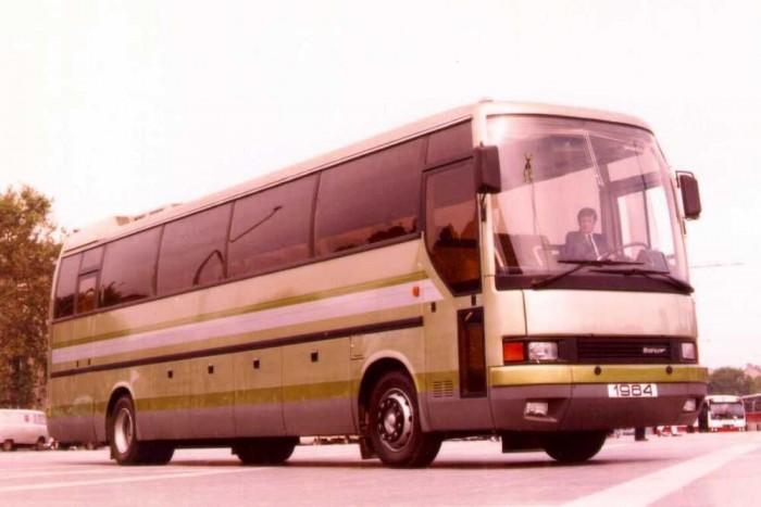 Az Ikarus 300-as, melynek alvázas változatait Torma Lajos tervezte meg. Később ezek sikeresebbek voltak az anyacég modelljeinél, hiszen svédek csak alvázas változatokat rendeltek.