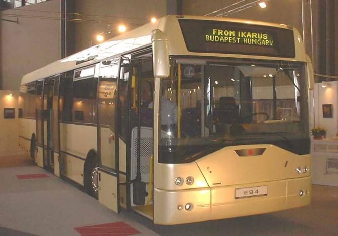 A 2001-ben megújult E94-es bemutató prototípusa, mely jelenleg a Volánbusz állományában található meg. A járművet kifelé nyíló lengőajtókkal szerelték.